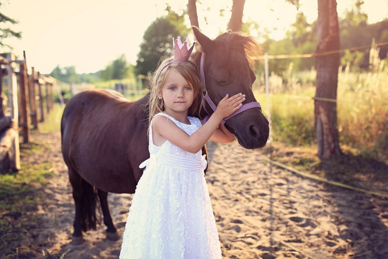 magiczne-chwile-fotografia-dziecieca-ambrozinio-konie